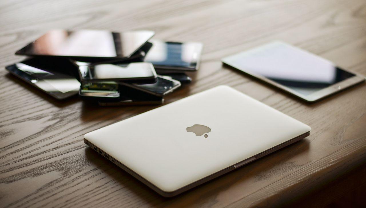 Svenskar har två miljoner mobiler i skrivbordslådan