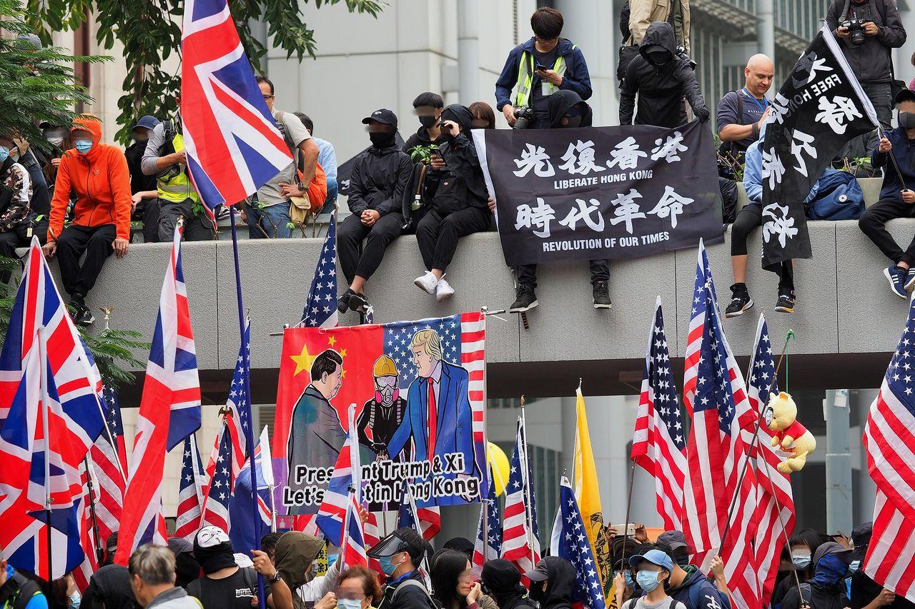 Även Google och Twitter slutar lämna ut data till Hongkong