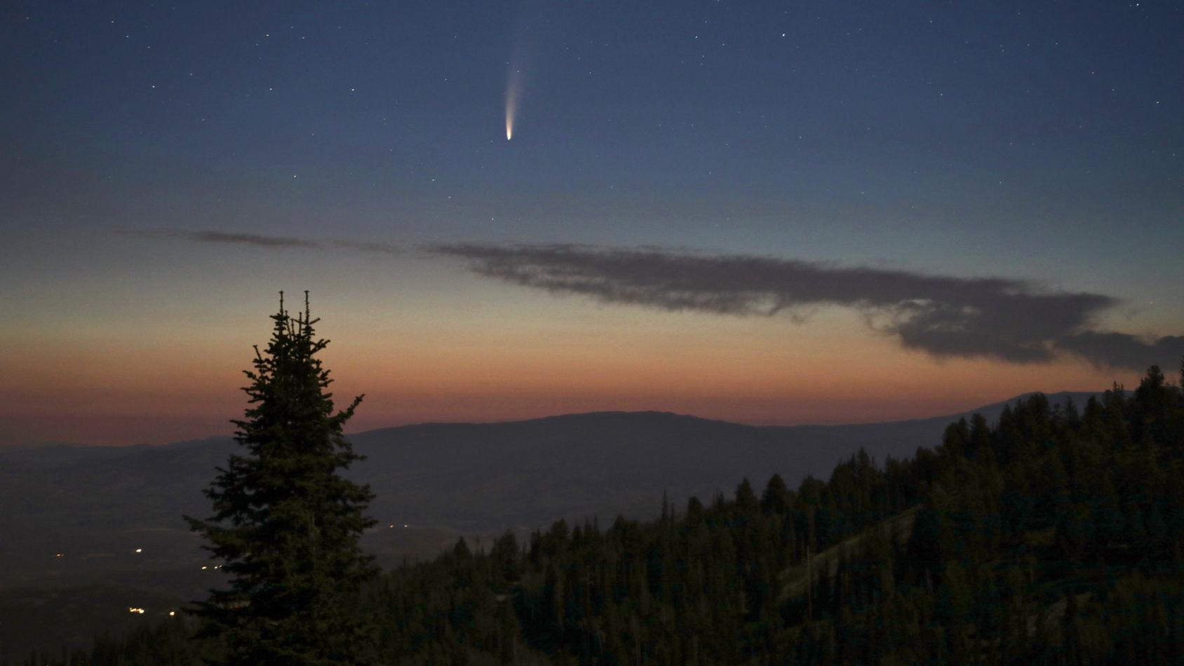 Starlink-satelliter foto-bombade kometen Neowise