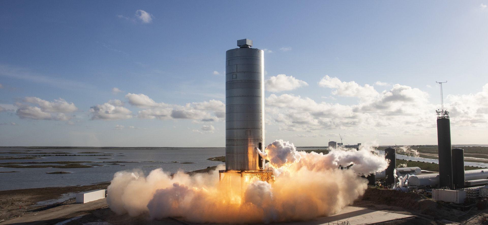 SpaceX Starship-prototyp tar sig upp i luften
