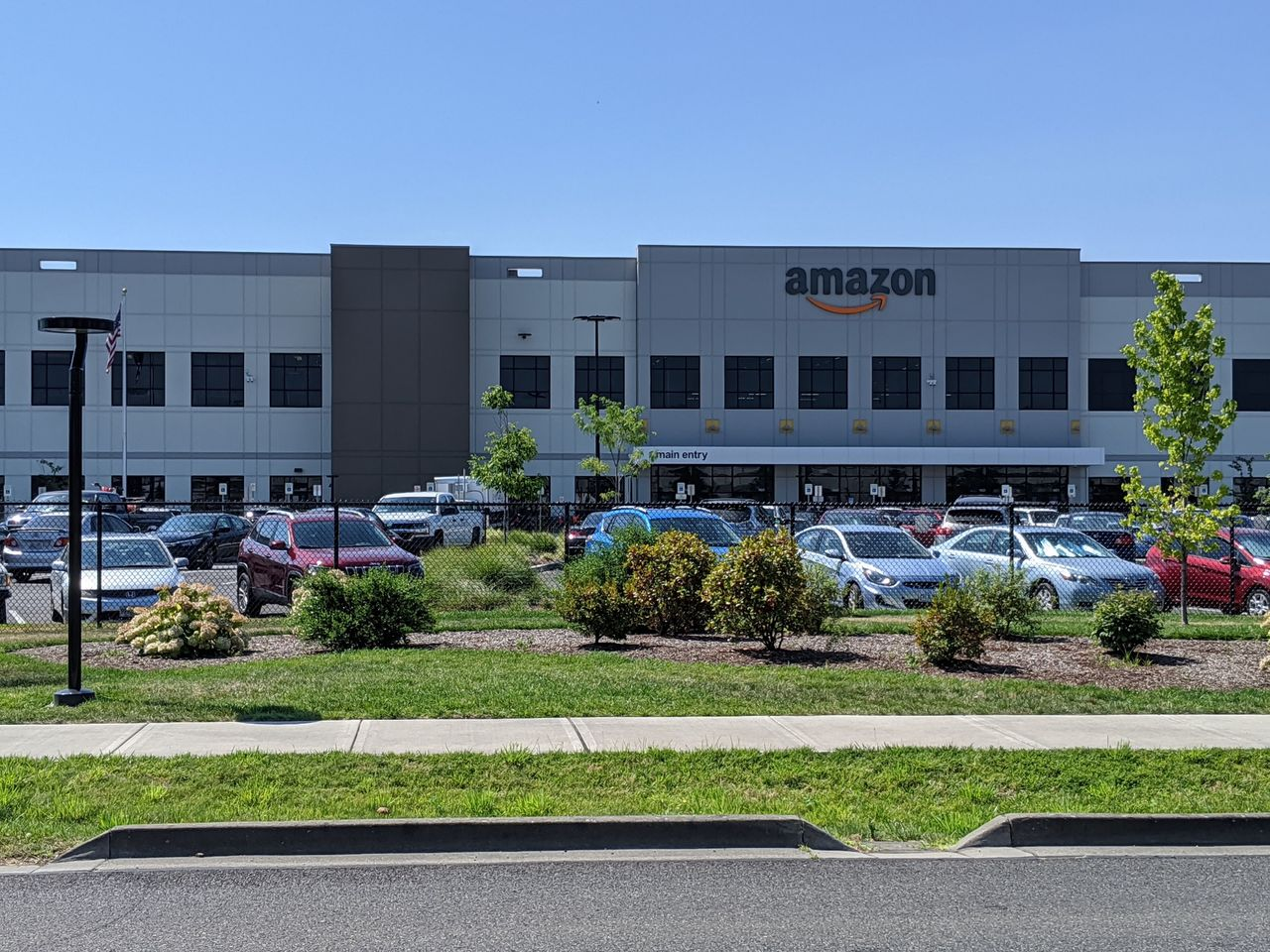 Amazon öppnar lager i Eskilstuna