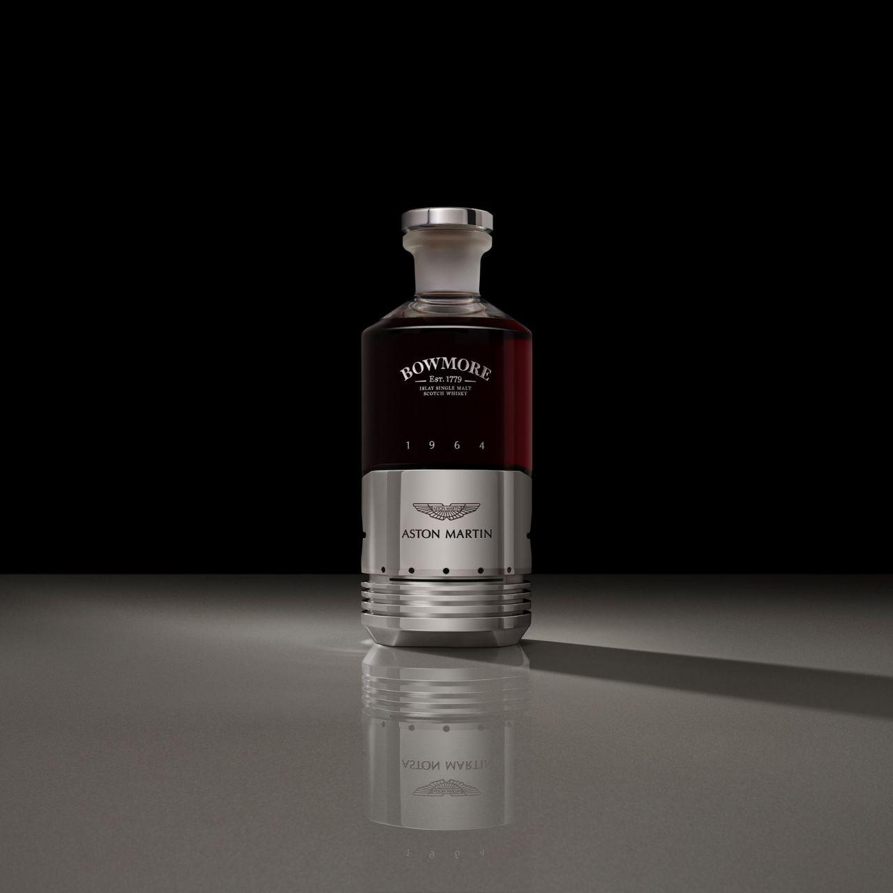 Whisky-flaska med kolv från Aston Martin DB5