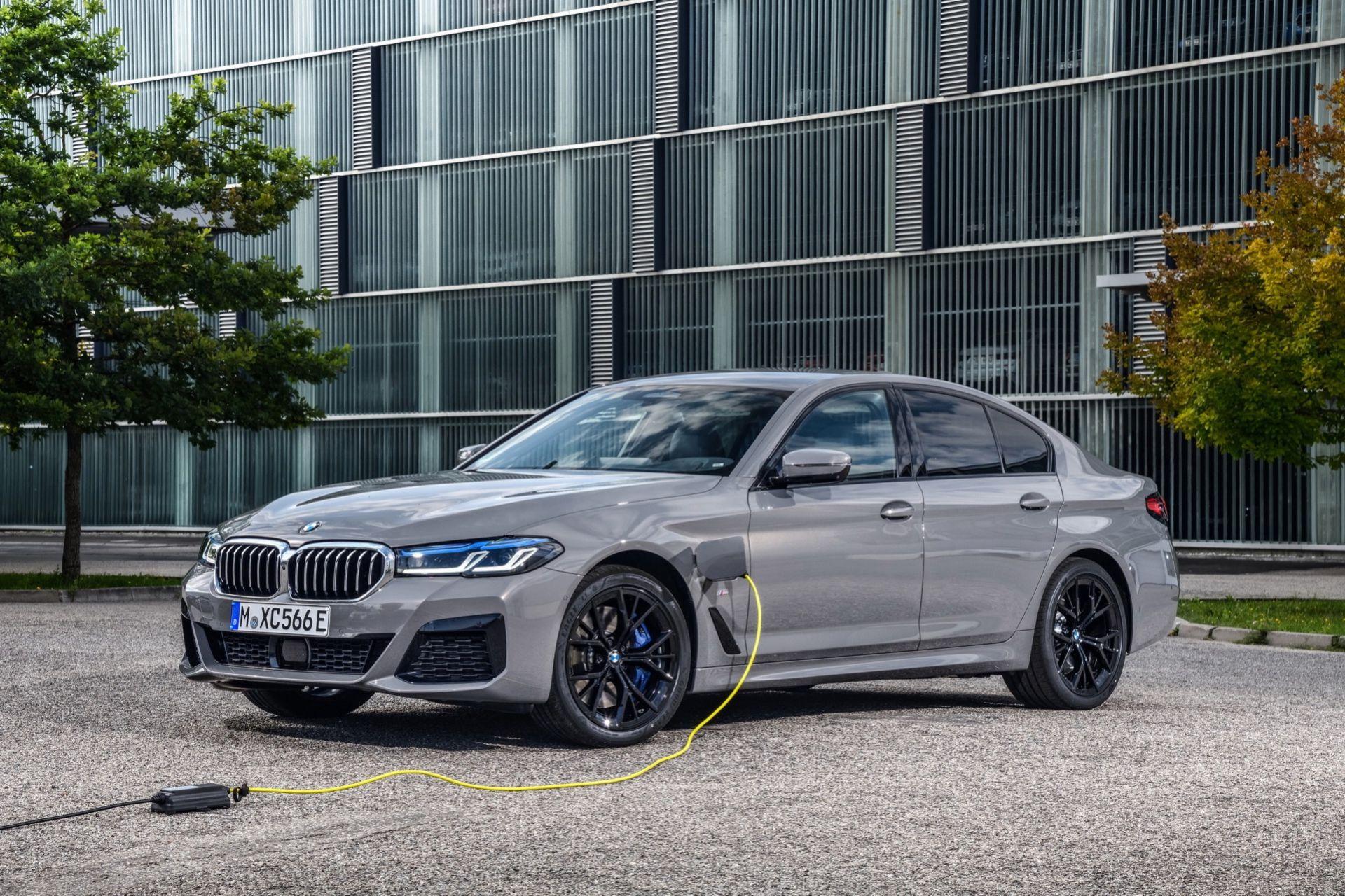 BMW 545e - laddhybrid med sexa