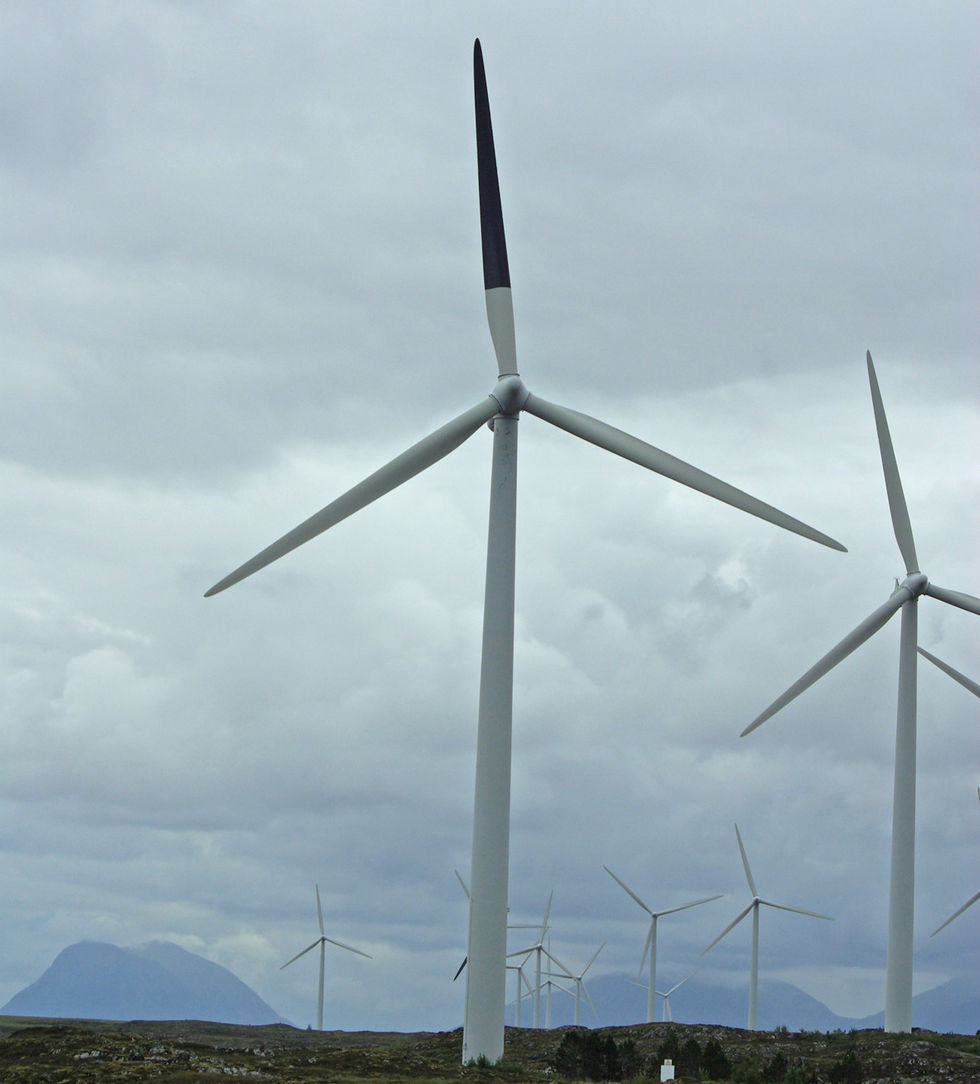 Svart färg kan göra vindkraftverk mindre dödliga