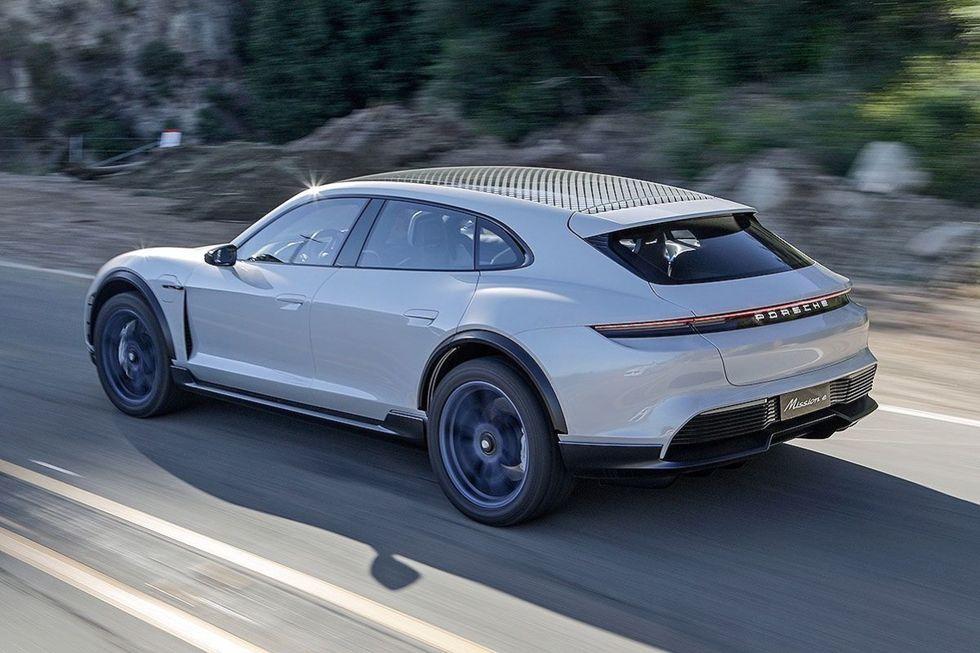 Porsche skjuter fram lanseringen av Taycan Cross Turismo