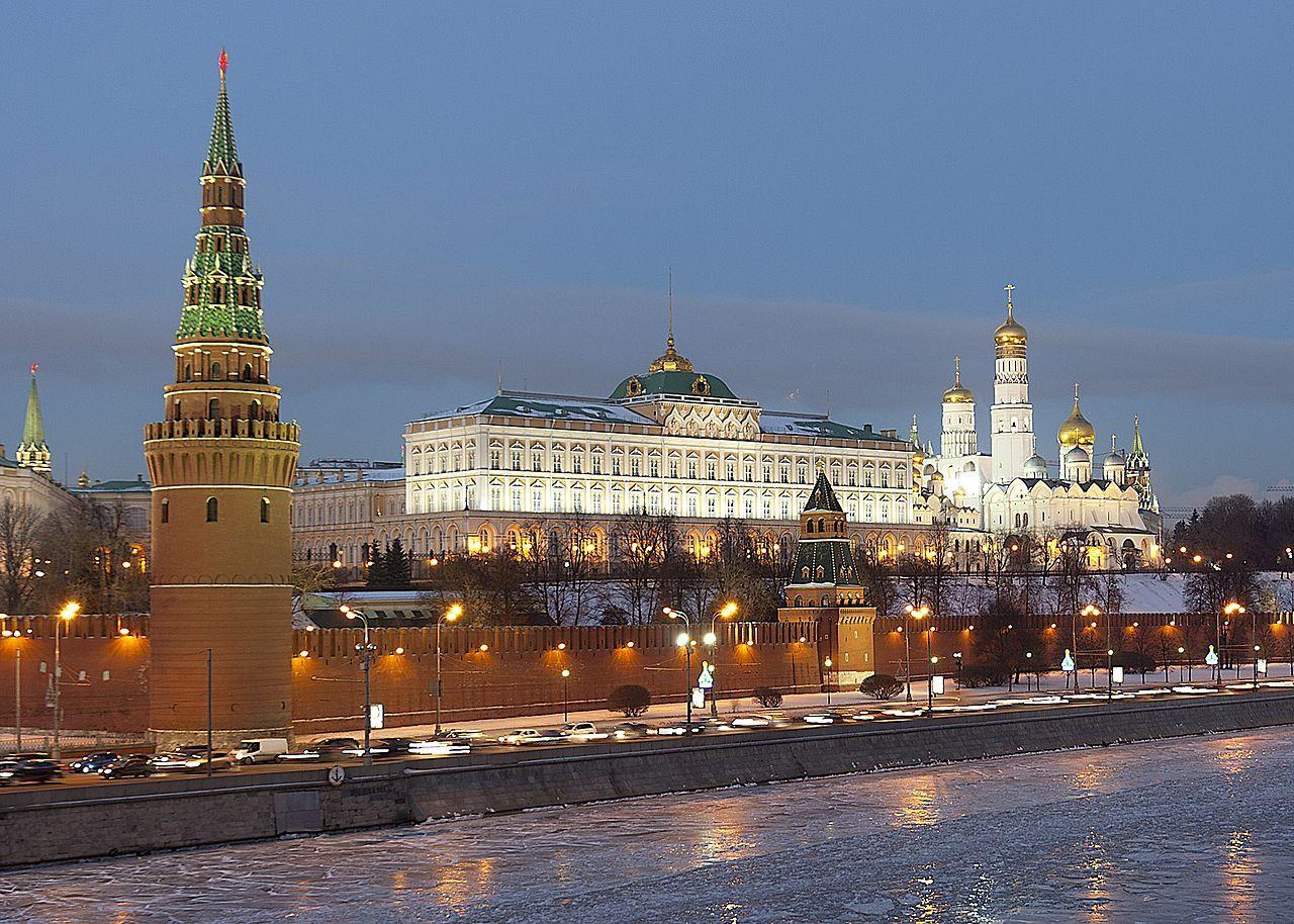 Ryssland kan tvinga Apple och Google att sänka sina avgifter