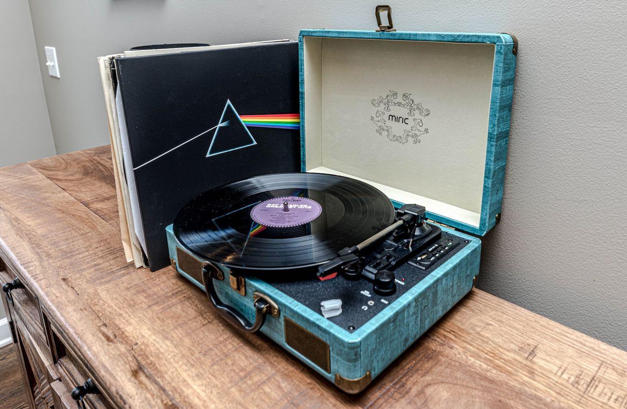 Det såldes fler vinyler än CD-skivor i år