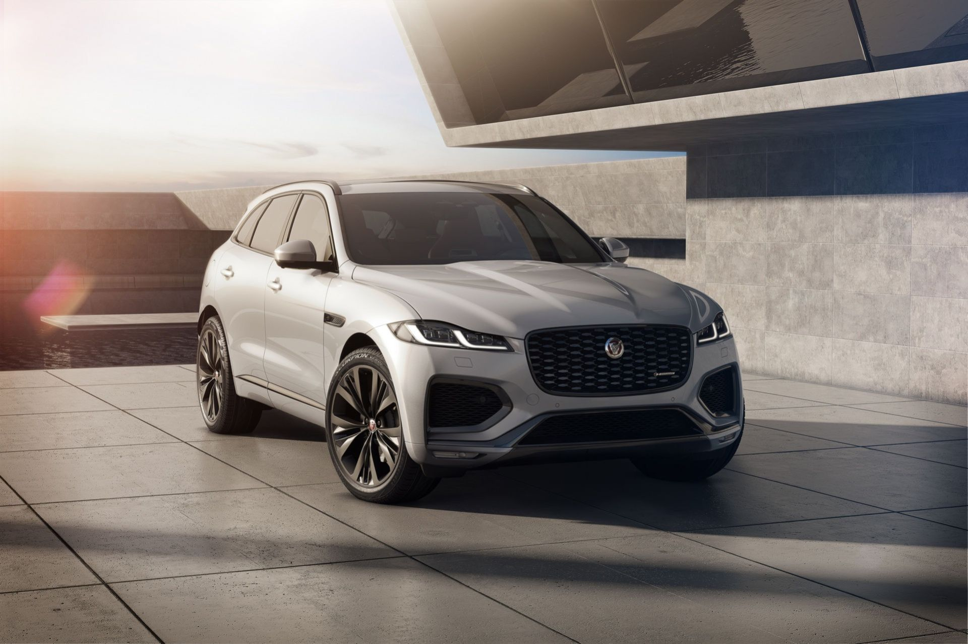 Jaguar lyfter F-Pace