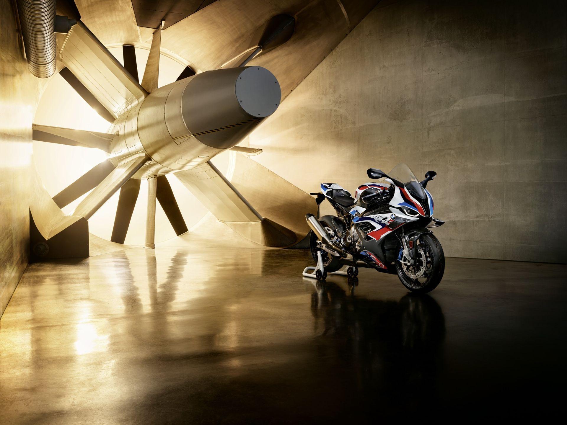 BMW lanserar sin första M-motorcykel