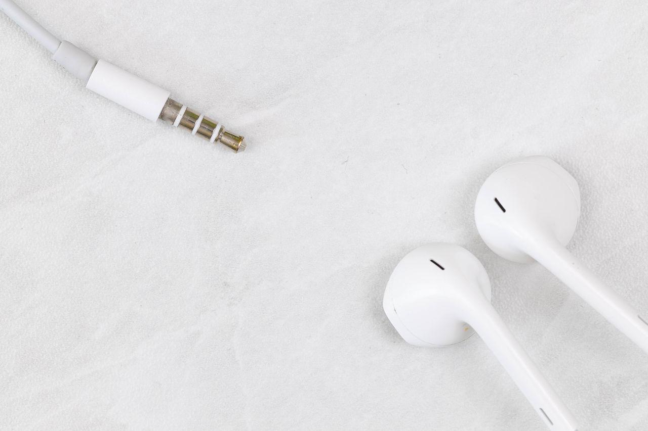 Kommer iPhone 12 utan medföljande hörlurar?