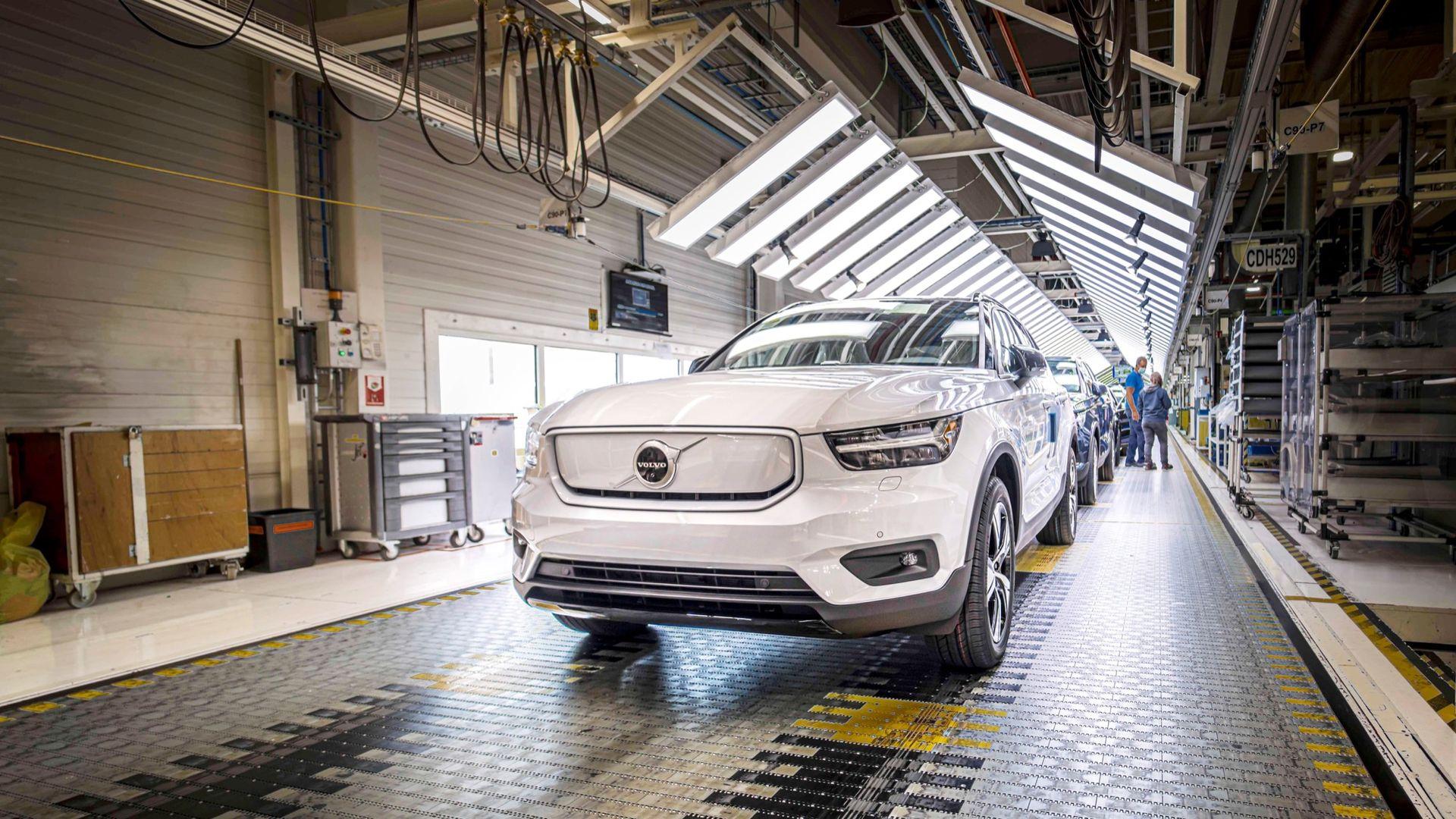 Tillverkningen av Volvo XC40 Recharge drar igång