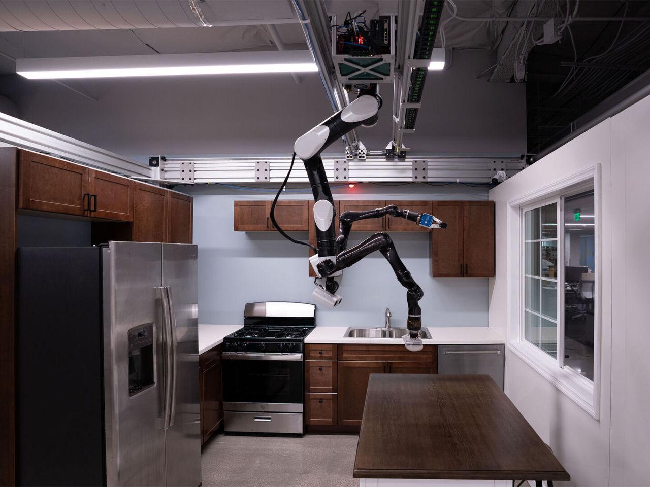 Toyotas senaste robot hänger från taket