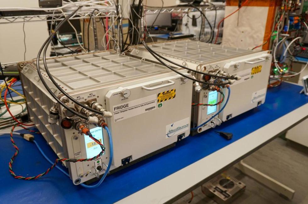 Nu har ISS fått två nya kylskåp