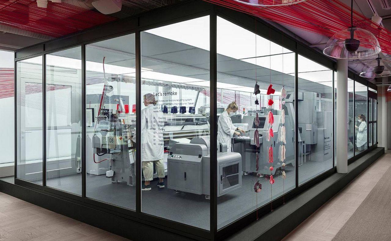 H&M börjar återvinna kläder i butik