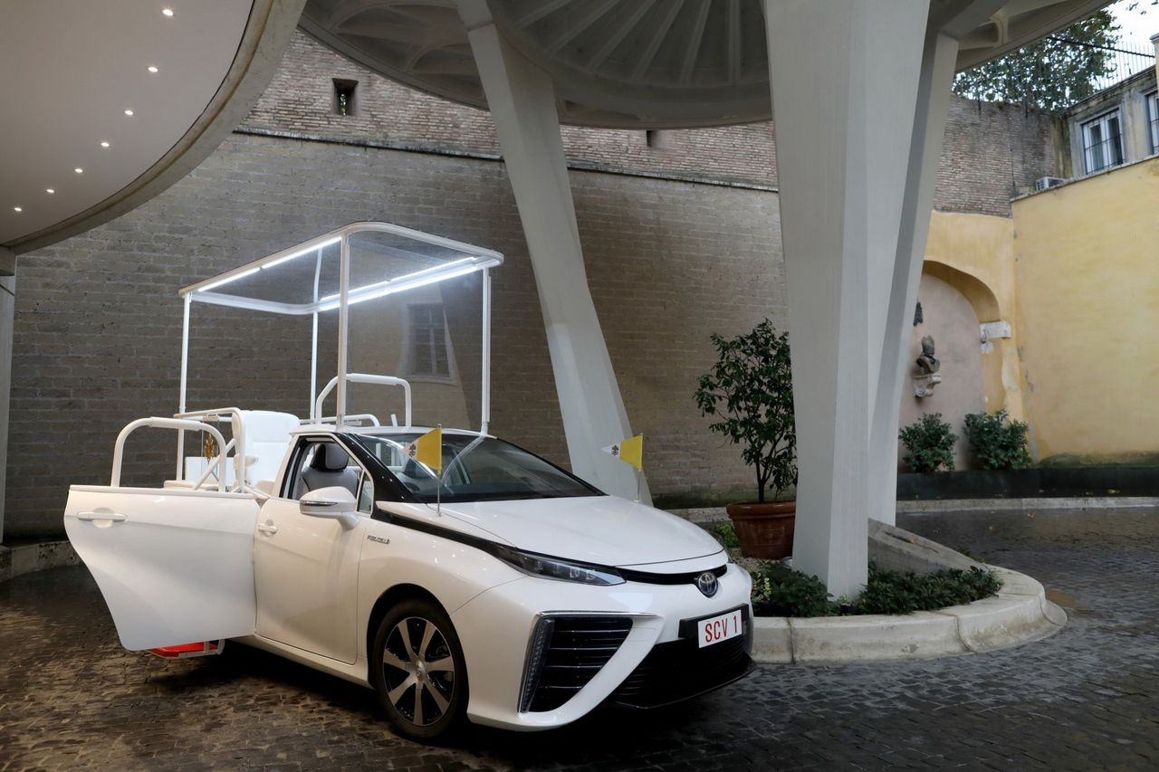 Toyota Mirai har blivit Popemobile