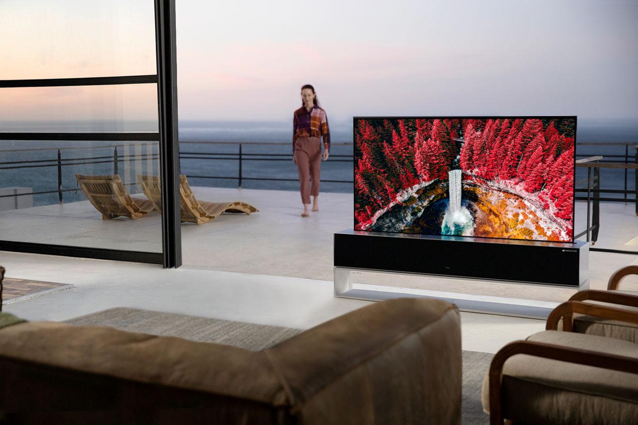 LG börjar sälja sin rullbara TV