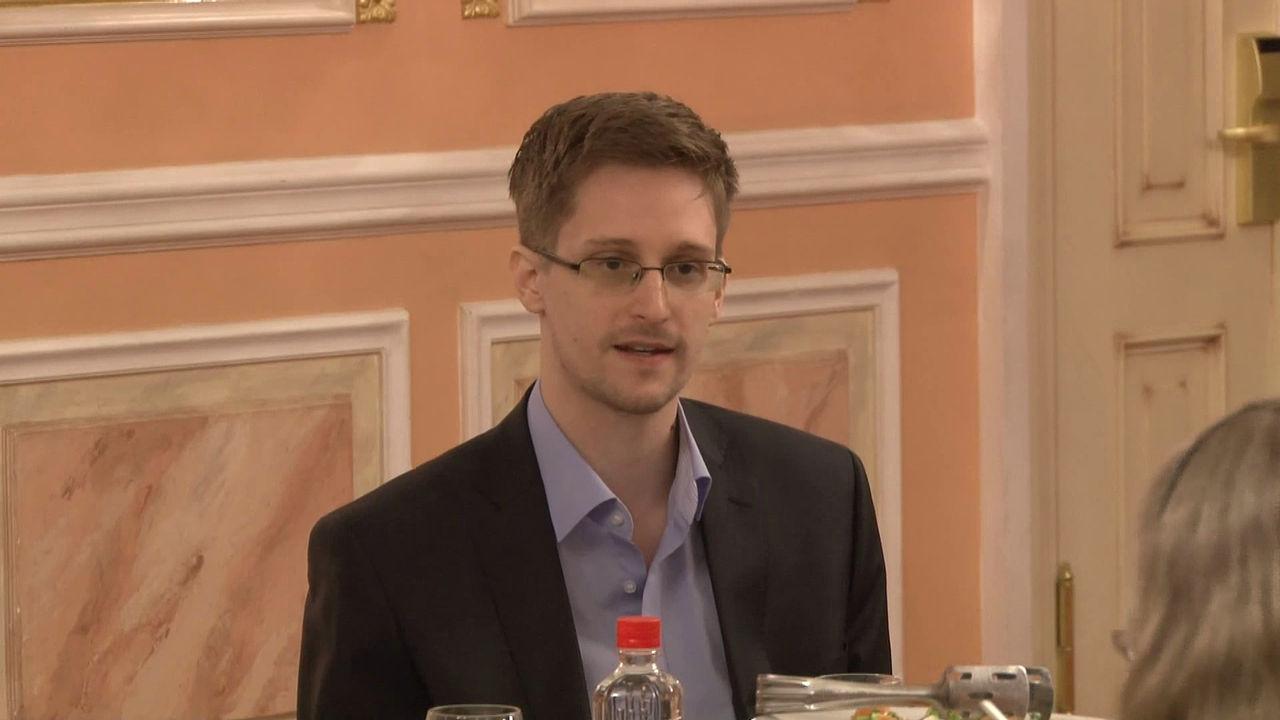 Edward Snowden får permanent uppehållstillstånd i Ryssland