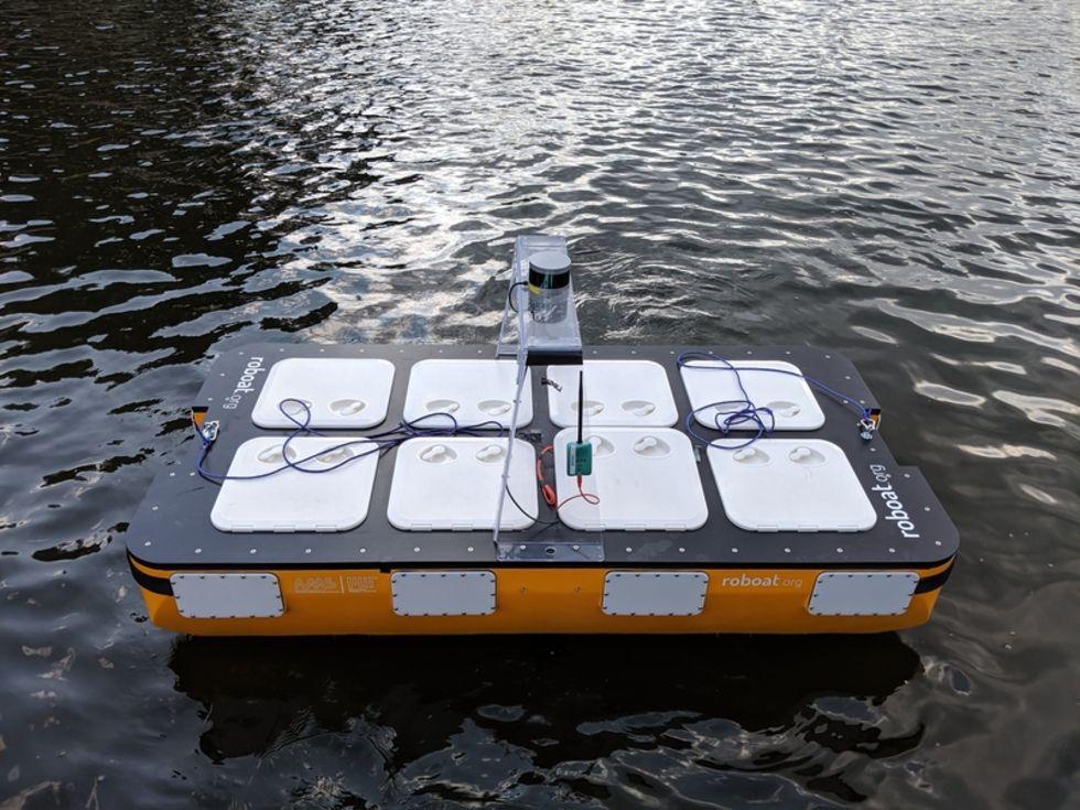Självkörande båtar har börjat trafikera Amsterdams kanaler