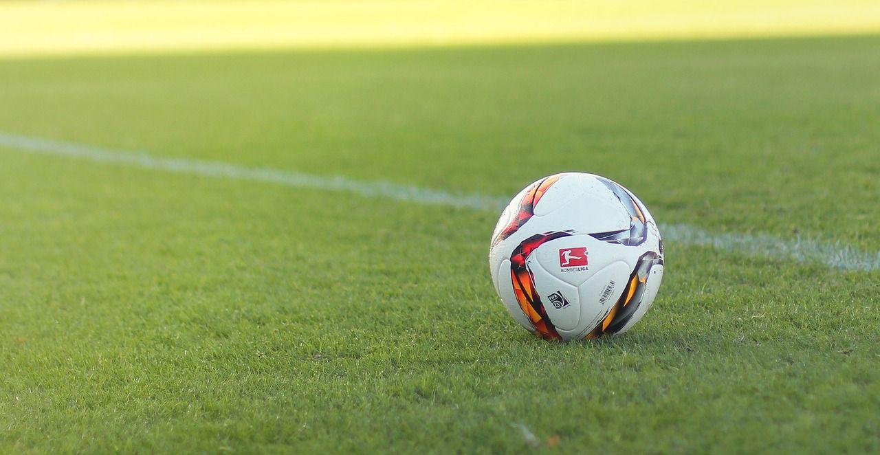 Hela fotbolls-EM flyttas till Ryssland
