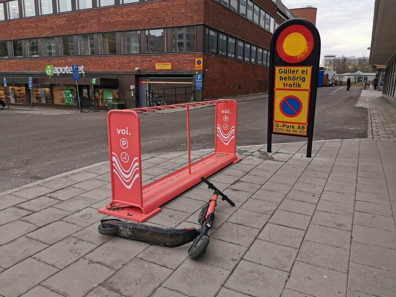 Du kan få betala om du parkerar elsparkcykeln fel