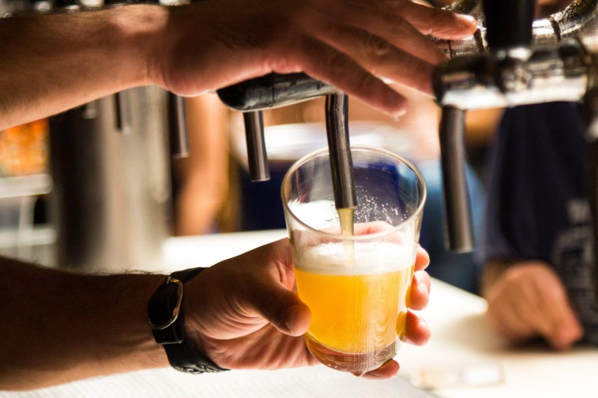 Ingen alkoholförsäljning efter klockan 22.00 Förslag från Regeringen för att minska smittspridningen