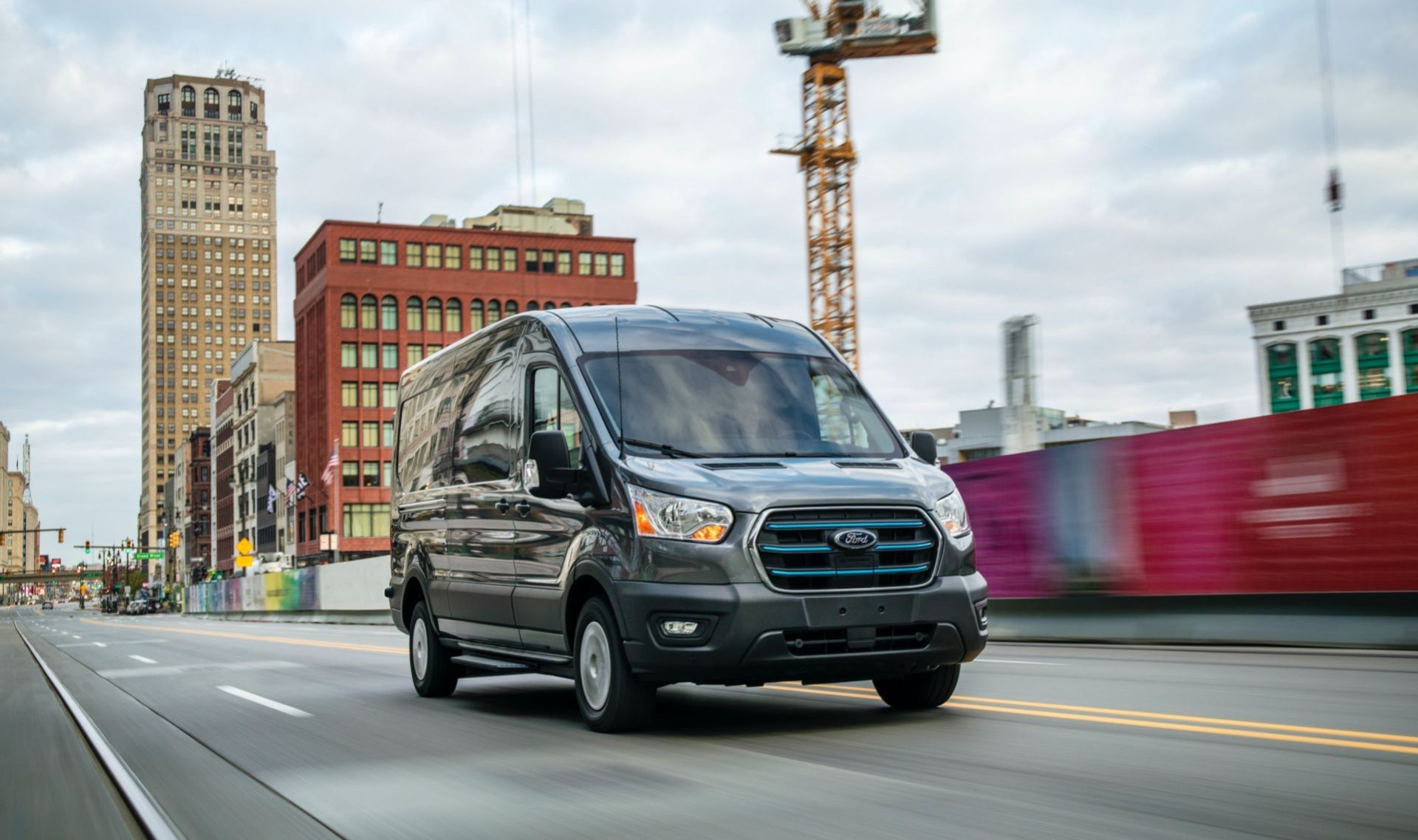 Ford rullar ut eldrivna E-Transit
