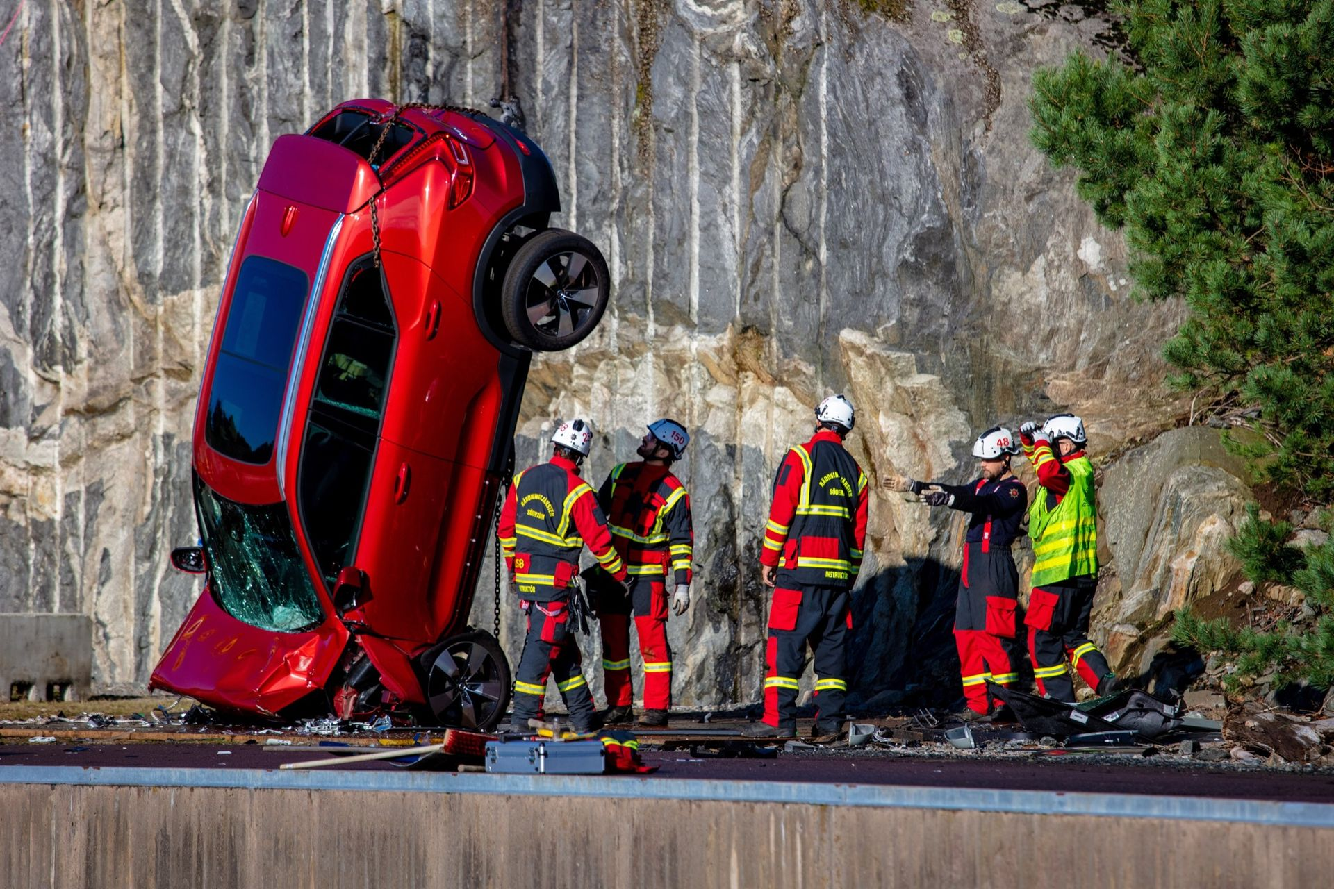 Volvo Cars släpper nya bilar från 30 meters höjd