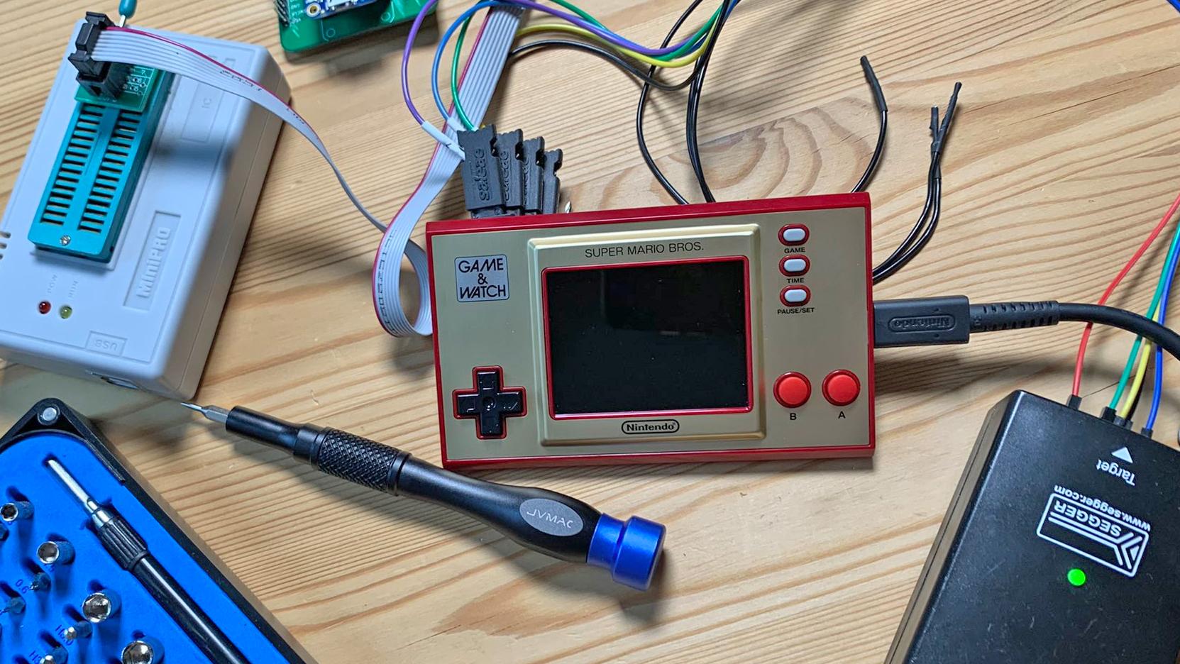 Folk har redan hackat Nintendos nya Game & Watch Hello World
