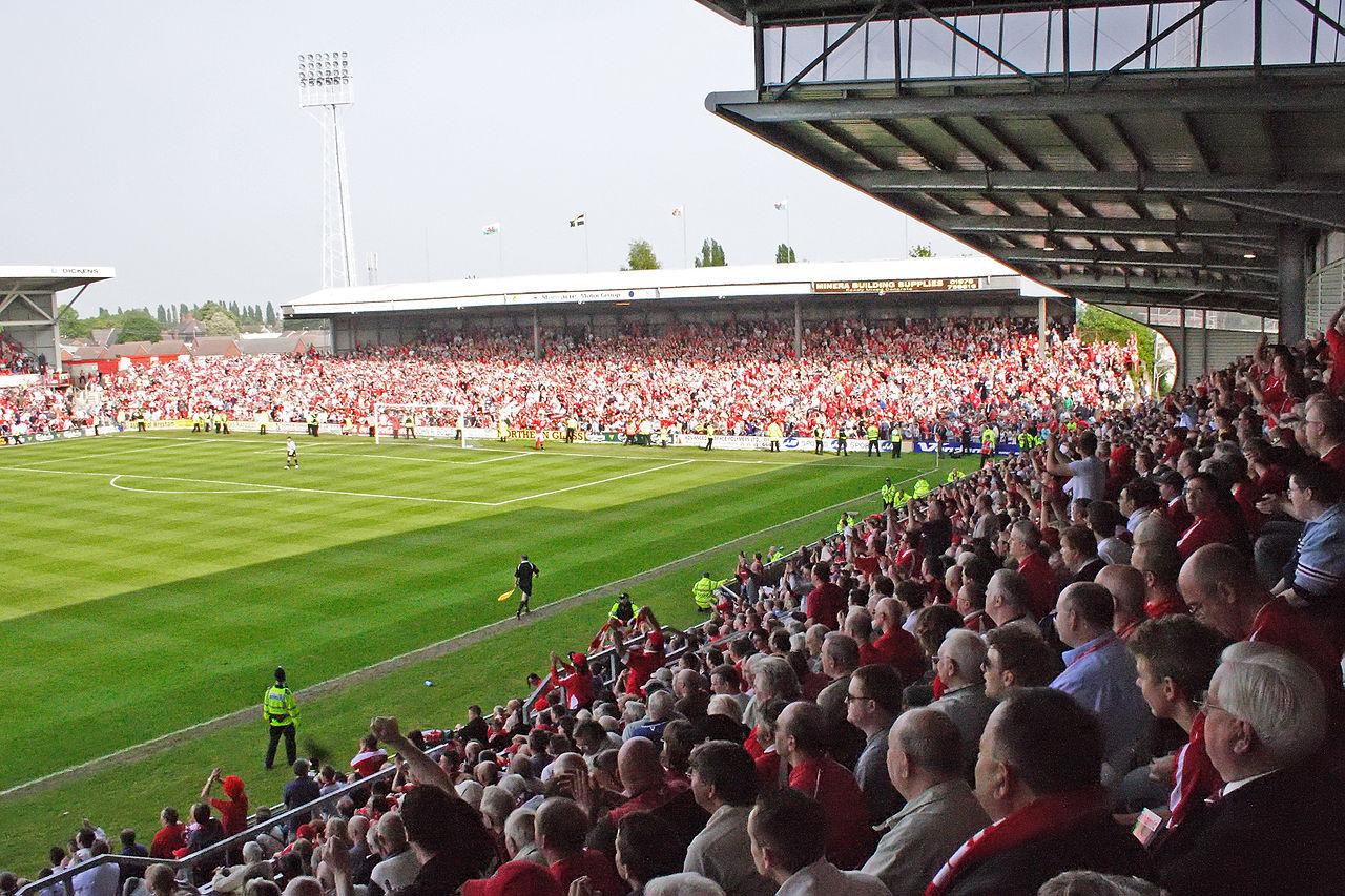 Ryan Reynolds och Rob McElhenney köper Wrexham AFC