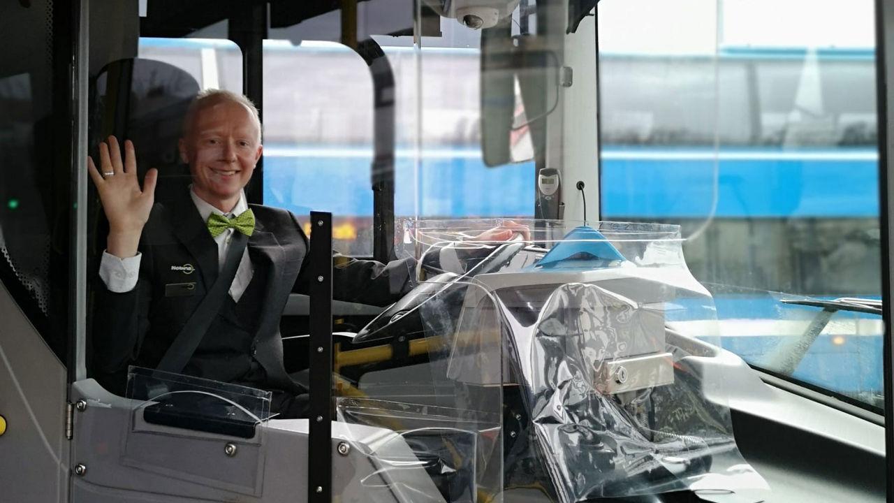 Nu kan man snart gå på fram på bussen igen