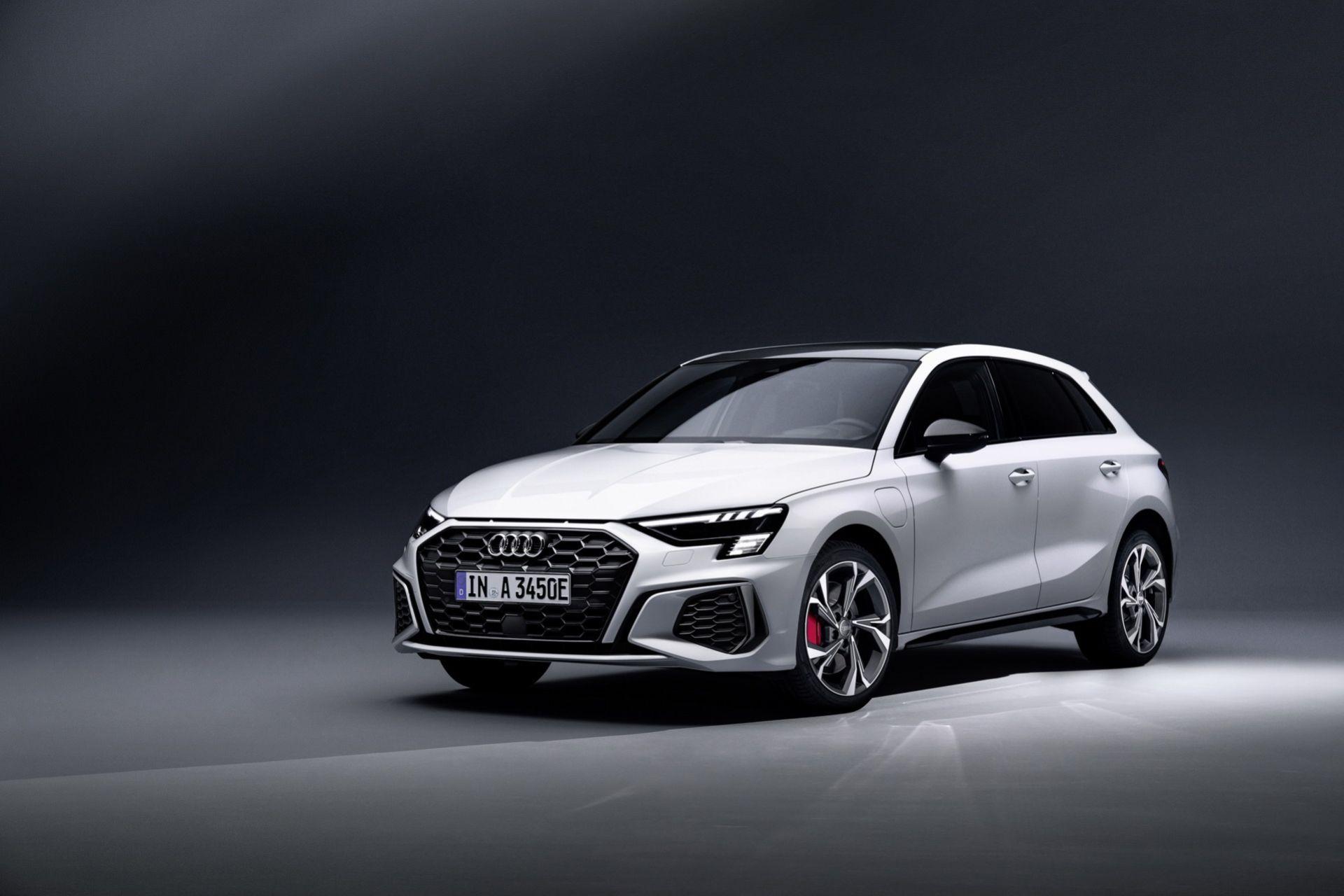 Audi släpper lite vassare version av A3 som laddhybrid