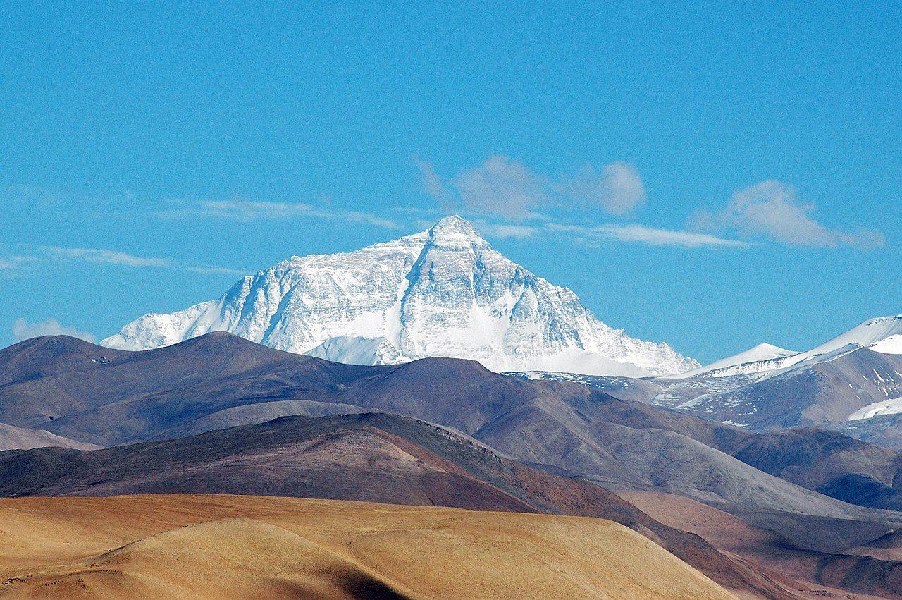 Kina och Nepal: Mount Everest är 8848,86 meter högt