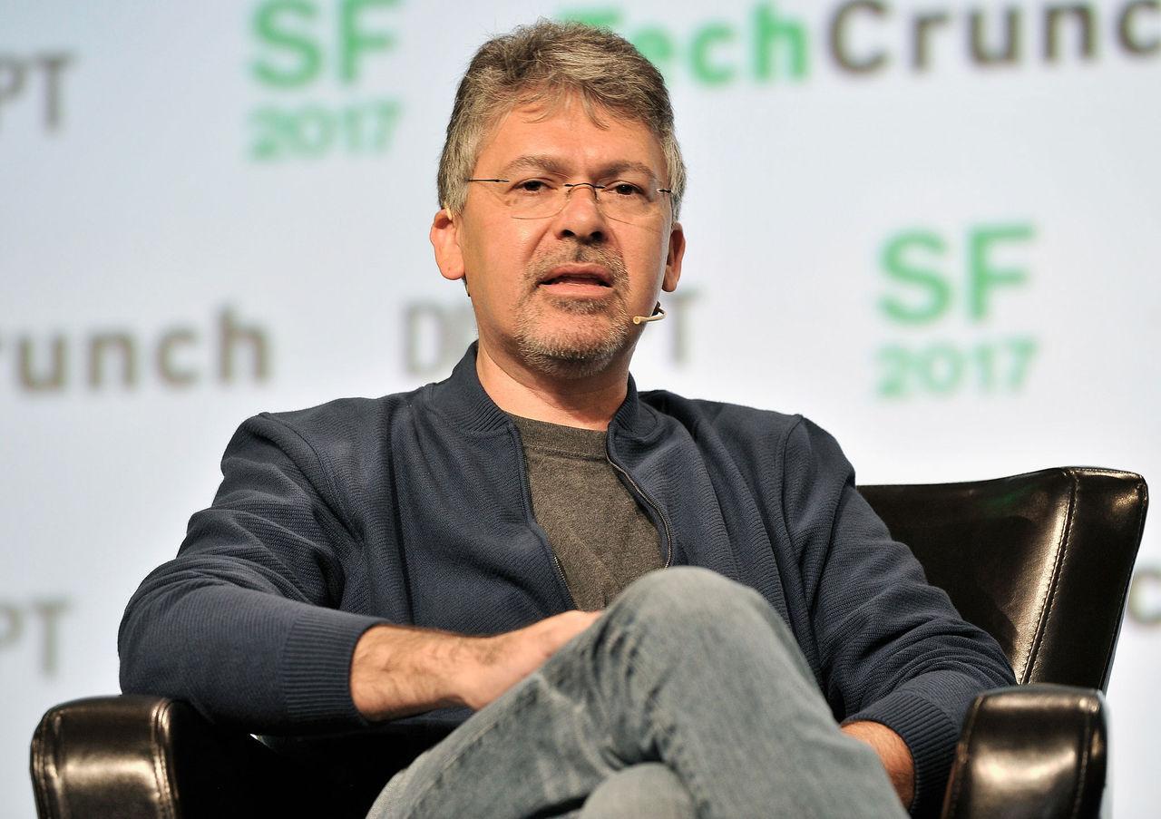 Apples SIRI-chef tar över deras projekt för självkörande bilar