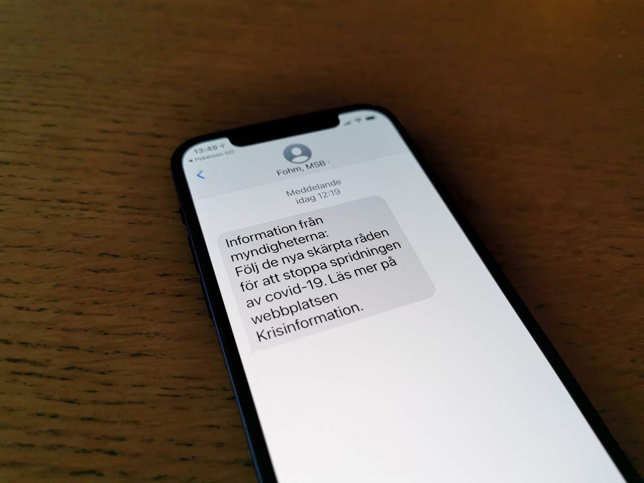 Nu har Folkhälsomyndigheten skickat ut sitt första mass-SMS