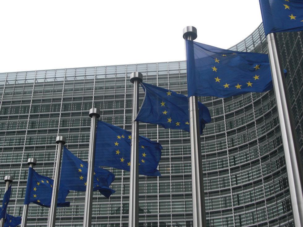EU presenterar nya lagförslag för techjättar