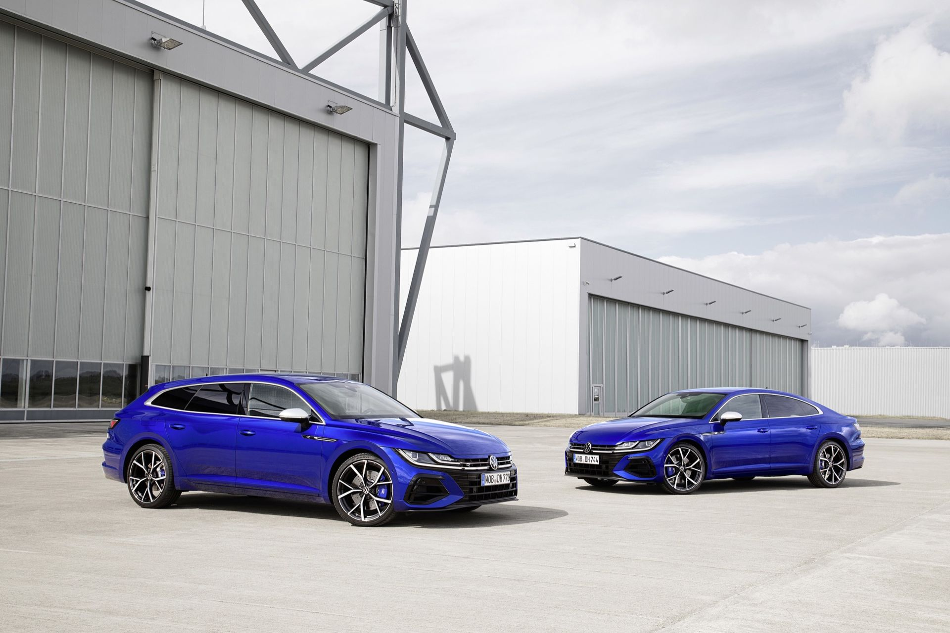 Volkswagen Arteon R och Tiguan R börjar säljas