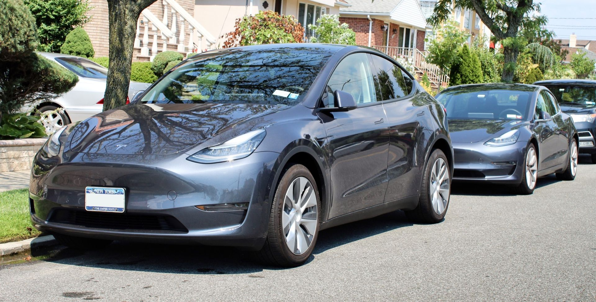 Tesla levererade 499 550 bilar förra året