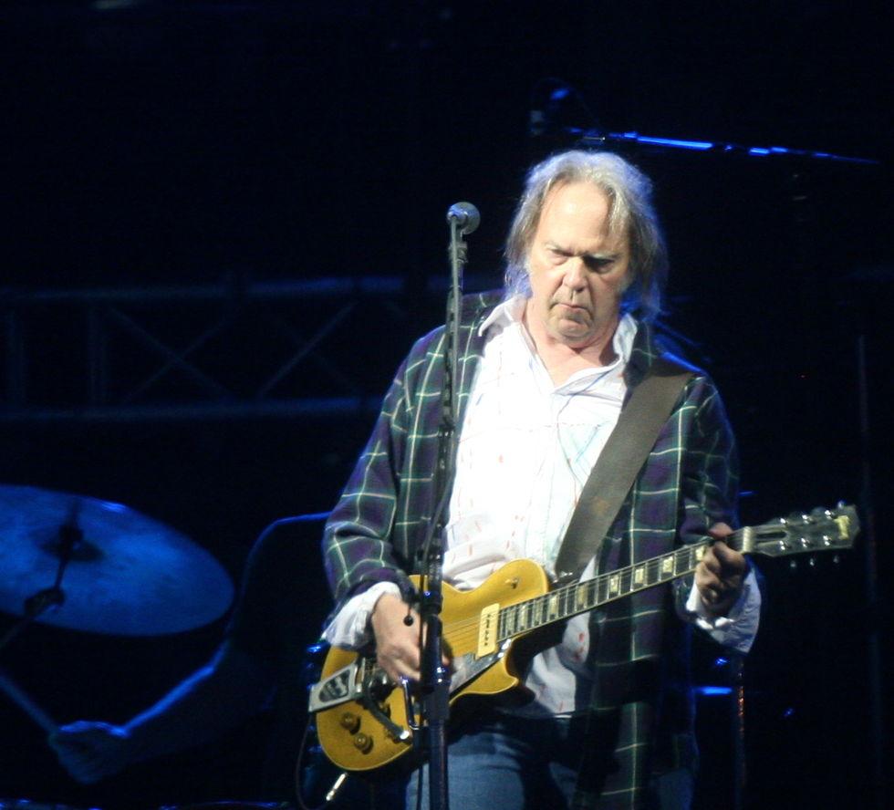 Neil Young säljer hälften av sina låträttigheter