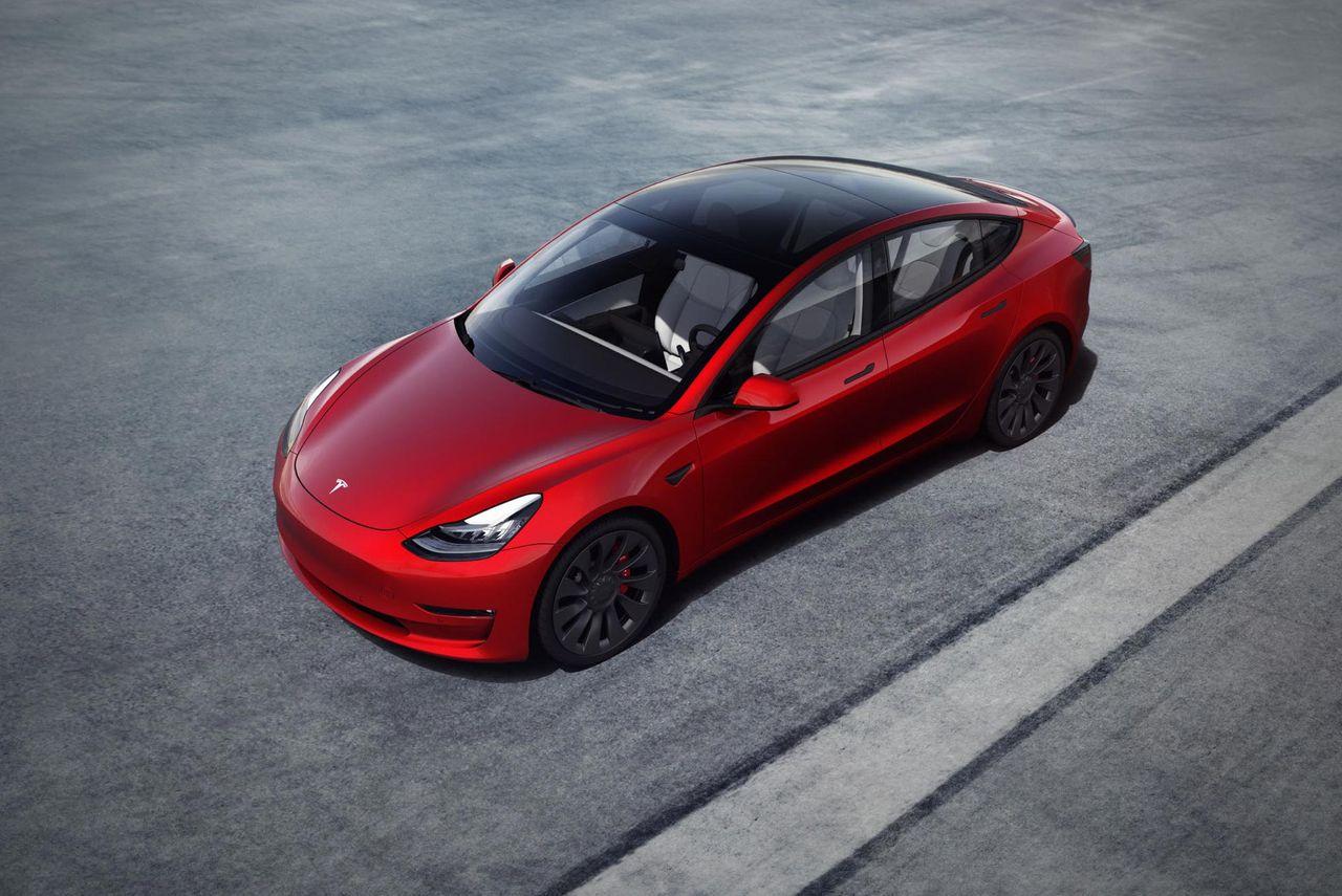 Tesla levererar första året med vinst