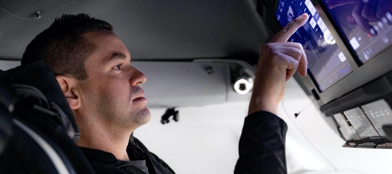SpaceX ska skicka turister till rymden innan årets slut