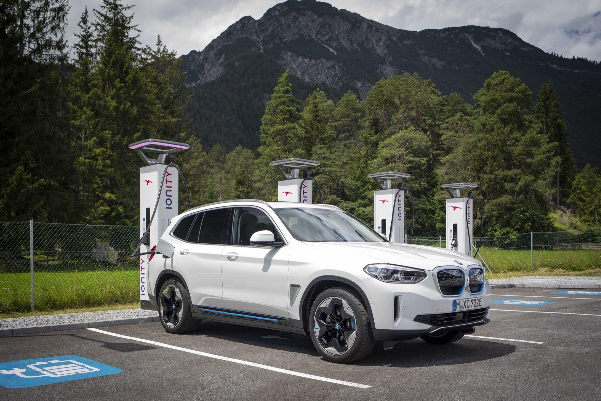 Nu lanseras BMW Charging i Sverige