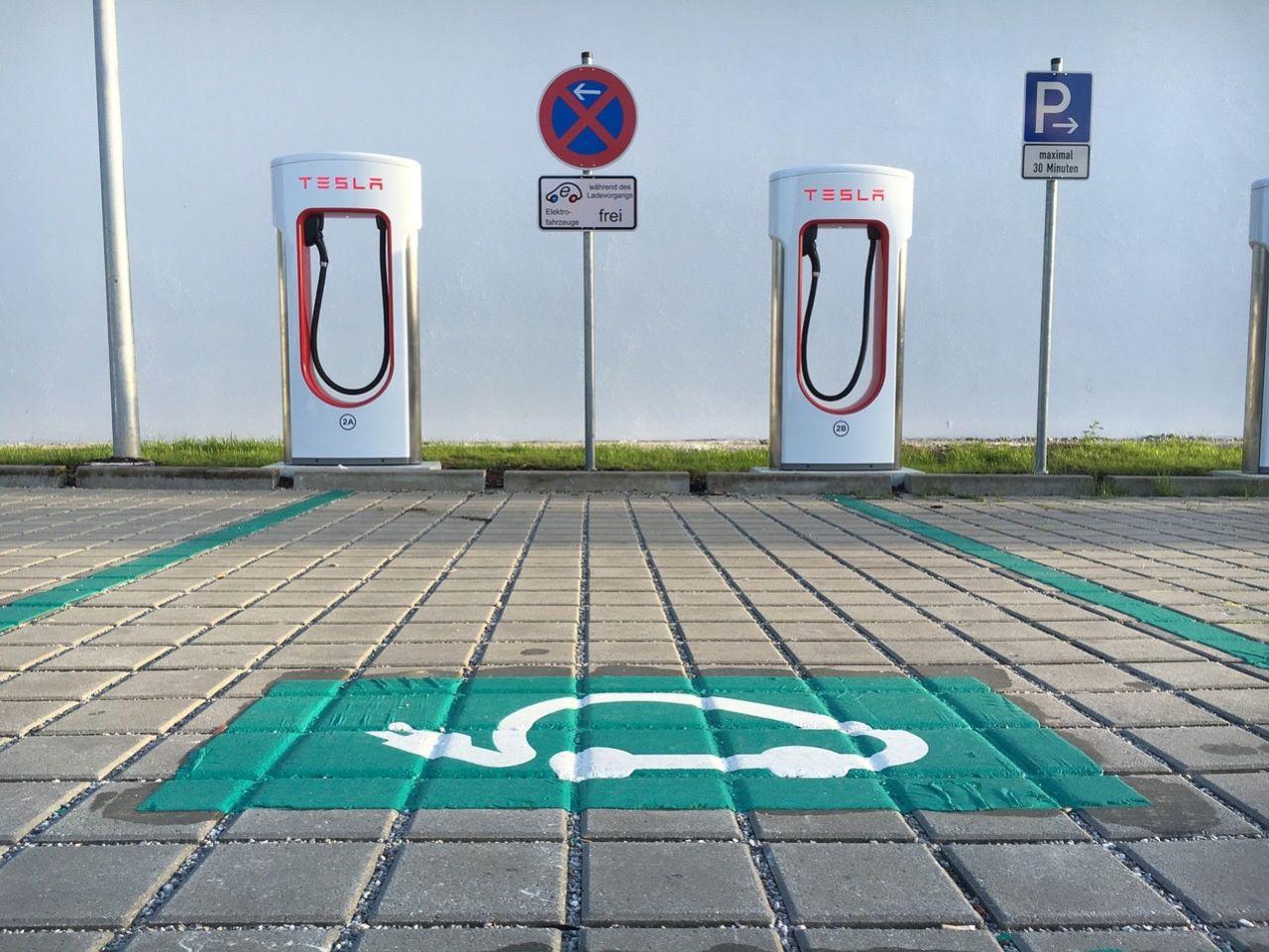Tesla höjer priset för Supercharging