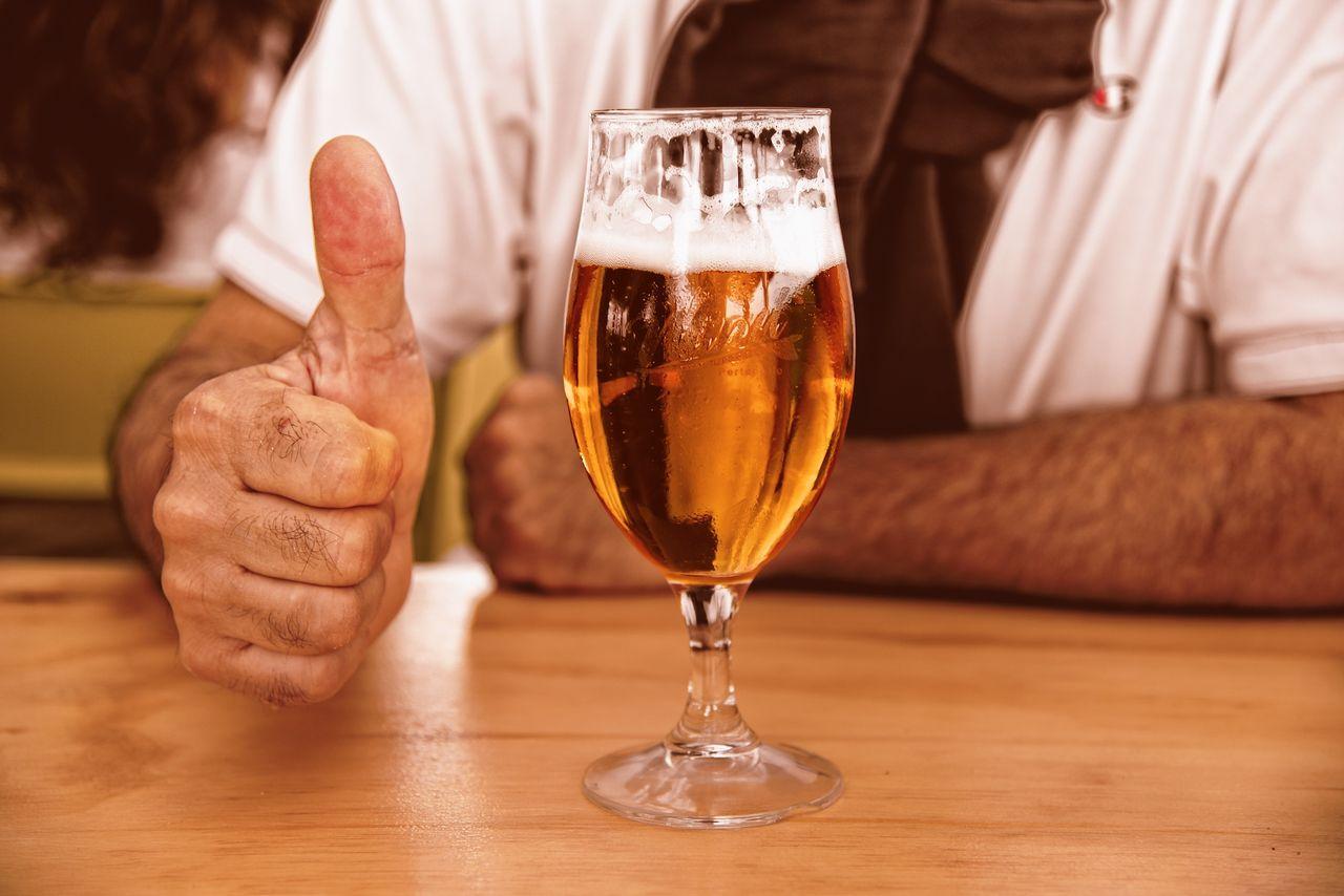 En av fem svenskar dricker mindre alkohol