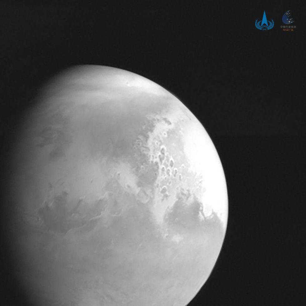 Tianwen-1 skickar hem en bild på Mars