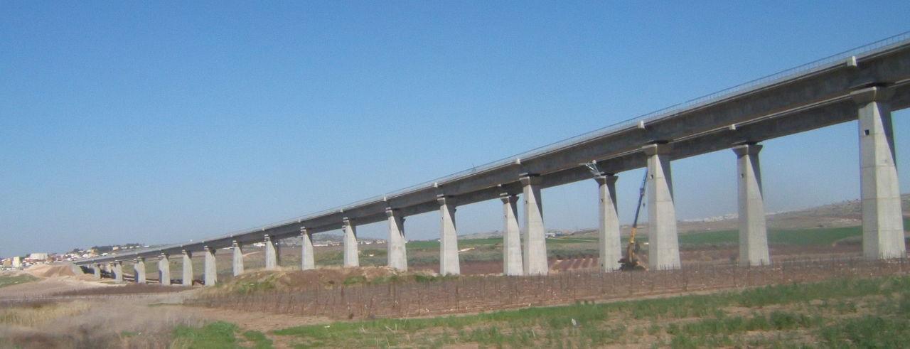 Ska Sveriges framtida snabbjärnväg byggas på pelare?