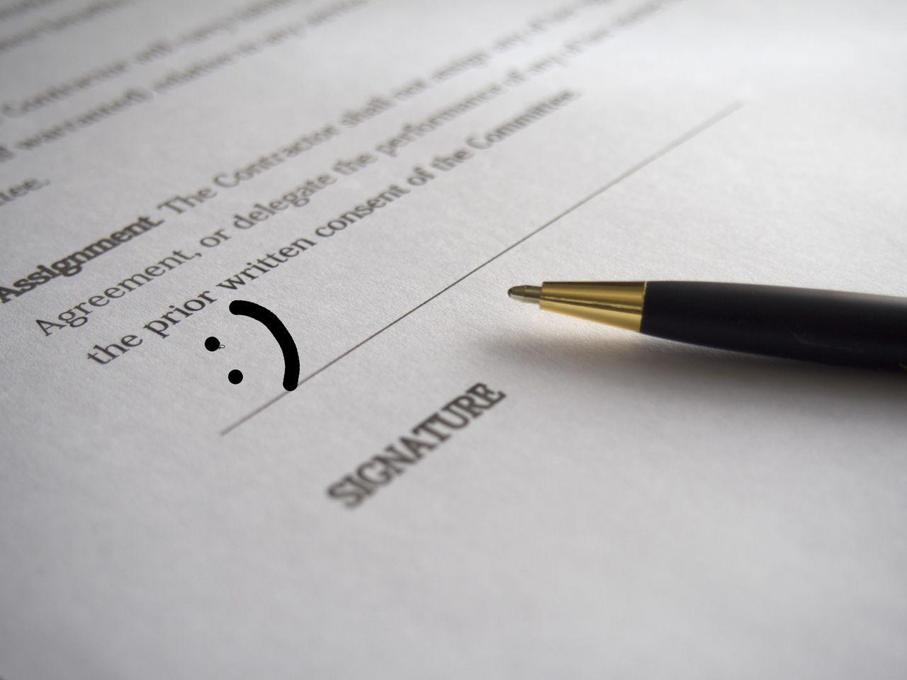 Advokat får prick för signatur med glad gubbe
