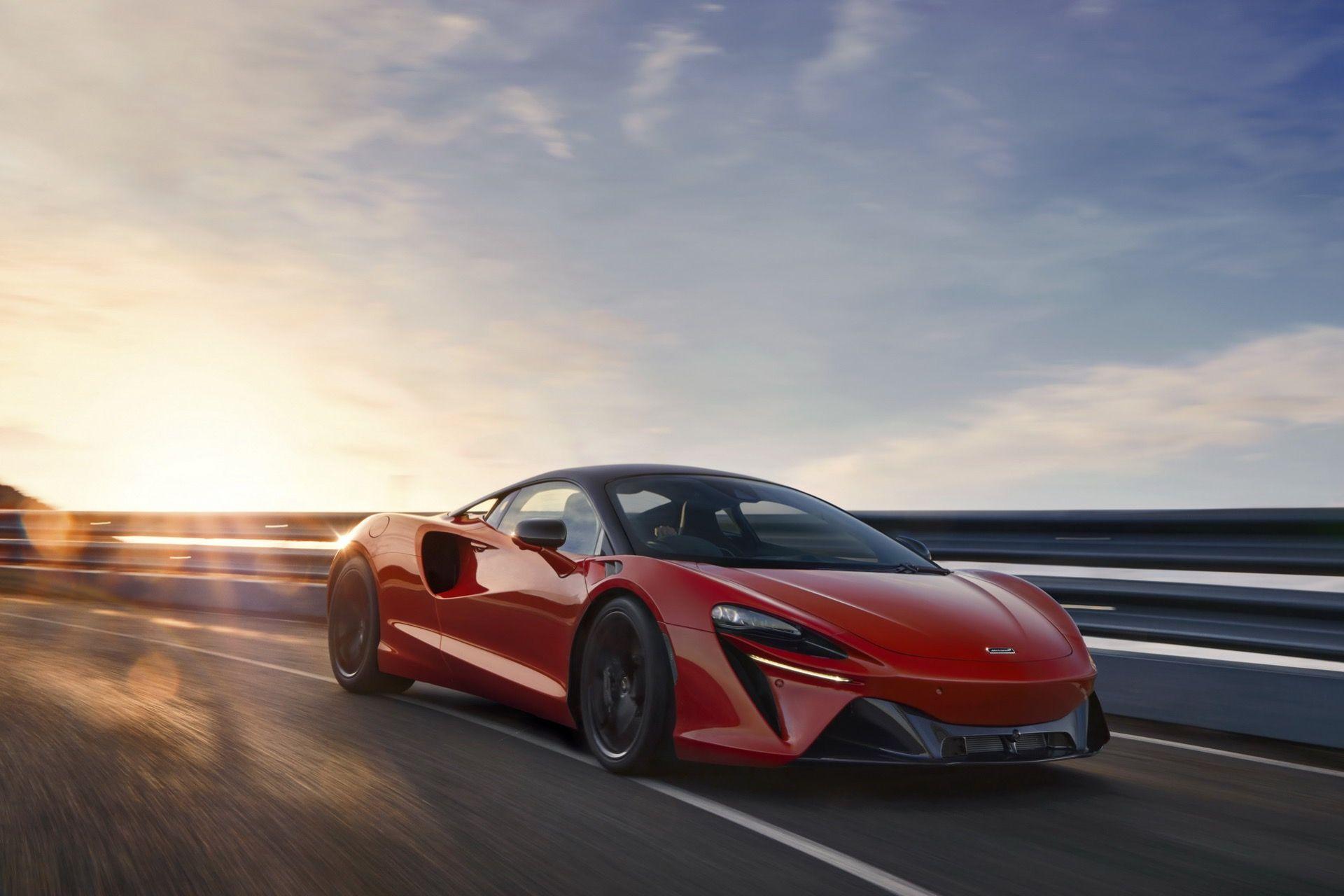 McLaren rullar ut laddhybriden Artura