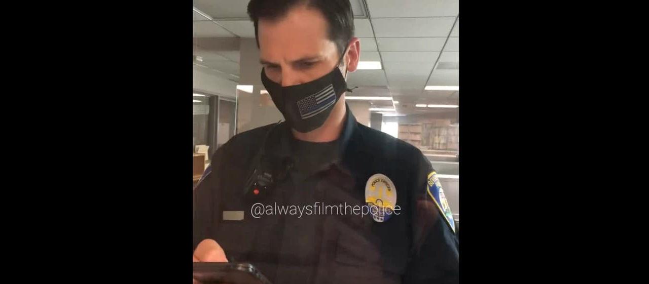 Poliser börjar spela musik när de videofilmas