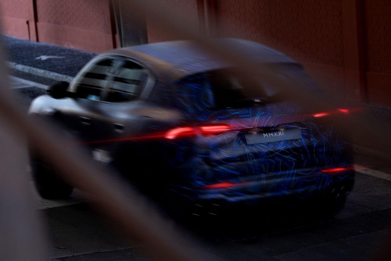 Maserati visar bilder på maskerad Grecale