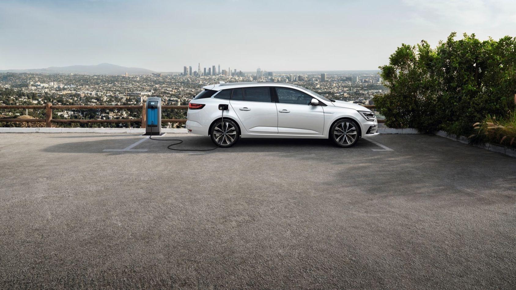 Nya Renault Mégane som laddhybrid börjar säljas